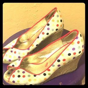 STEVE MADDEN Retro, polka dot, peep toe wedges 9